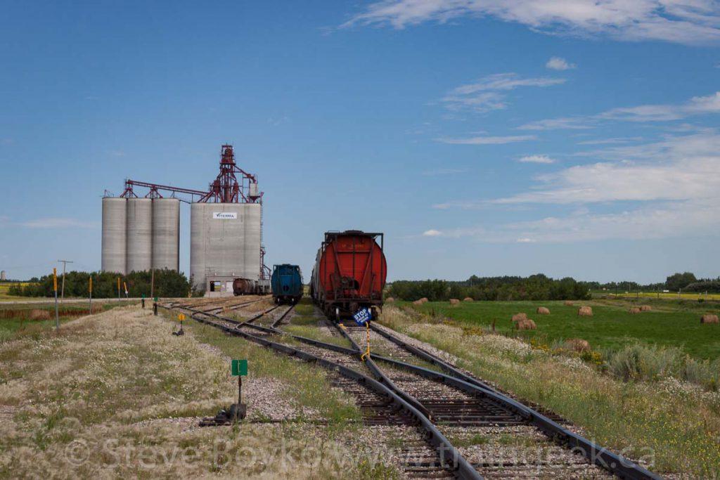 Balgonie grain elevator and tracks, August 2011.