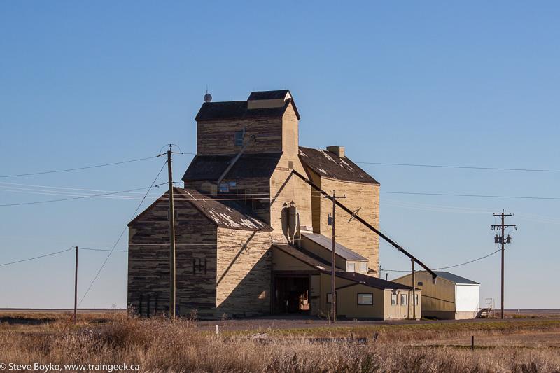 Skiff grain elevator