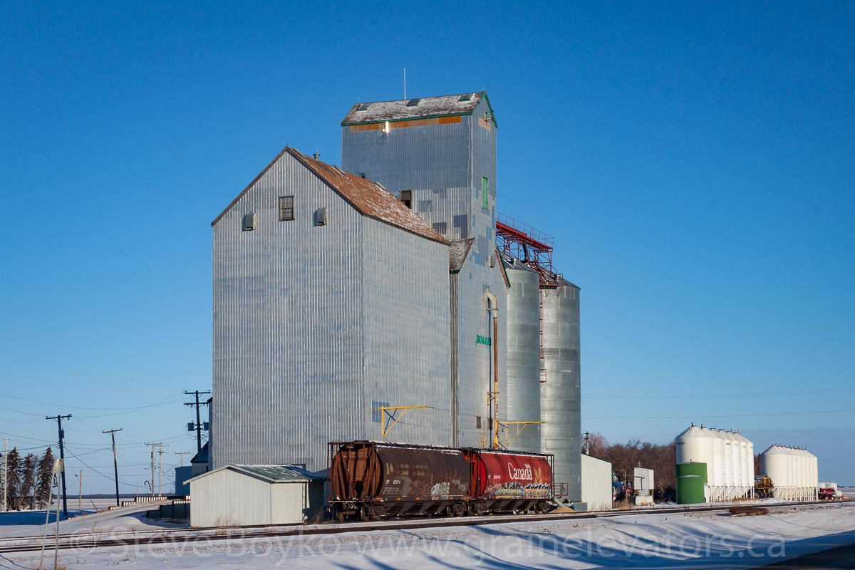 Domain, MB grain elevator with two grain cars. December 2014.