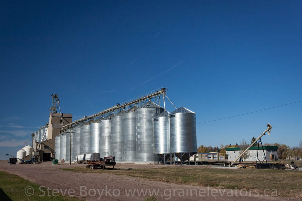 Grassy Lake grain elevator, October 2015