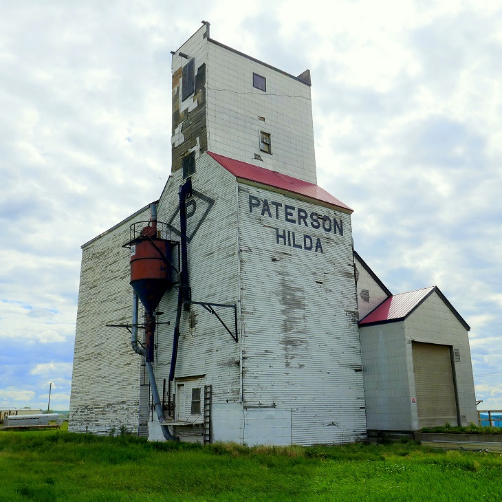 Hilda, SK grain elevator, June 2017. Copyright by Michael Truman.