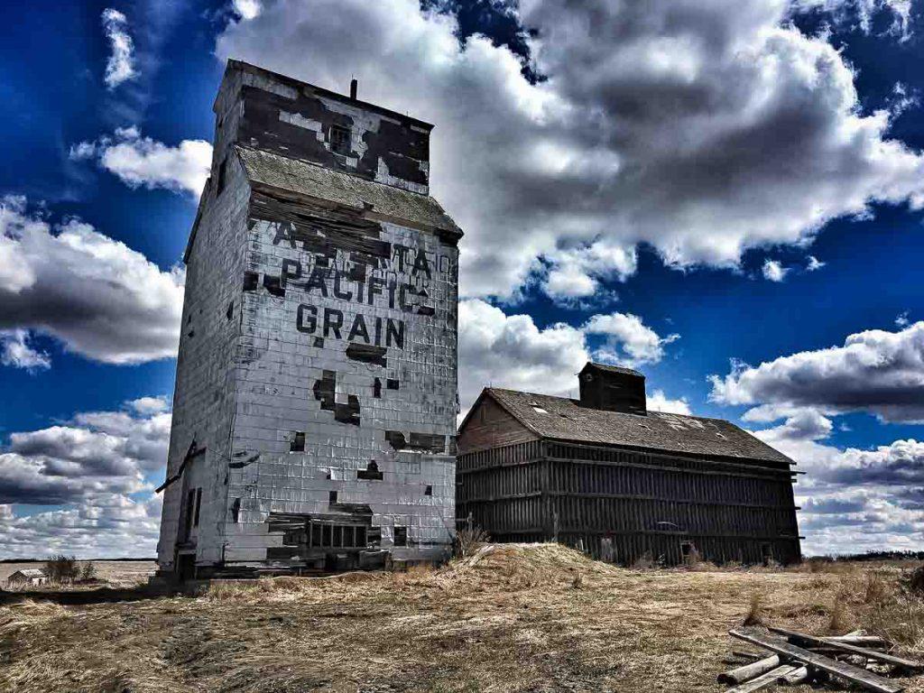 Lousana, AB grain elevator. Contributed by Jenn Tanaka.