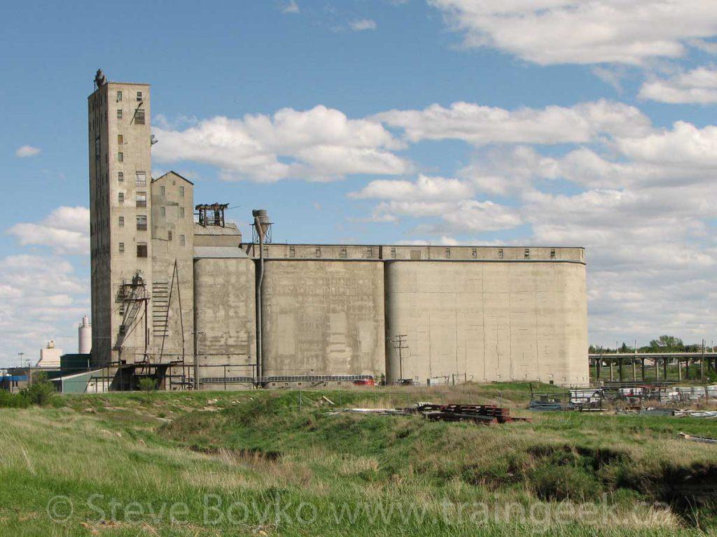 Parrish & Heimbecker grain elevator, Moose Jaw, May 2010