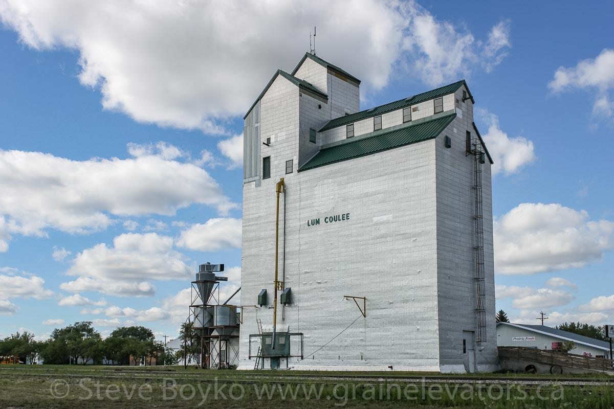 Plum Coulee - Grain Elevators of Canada