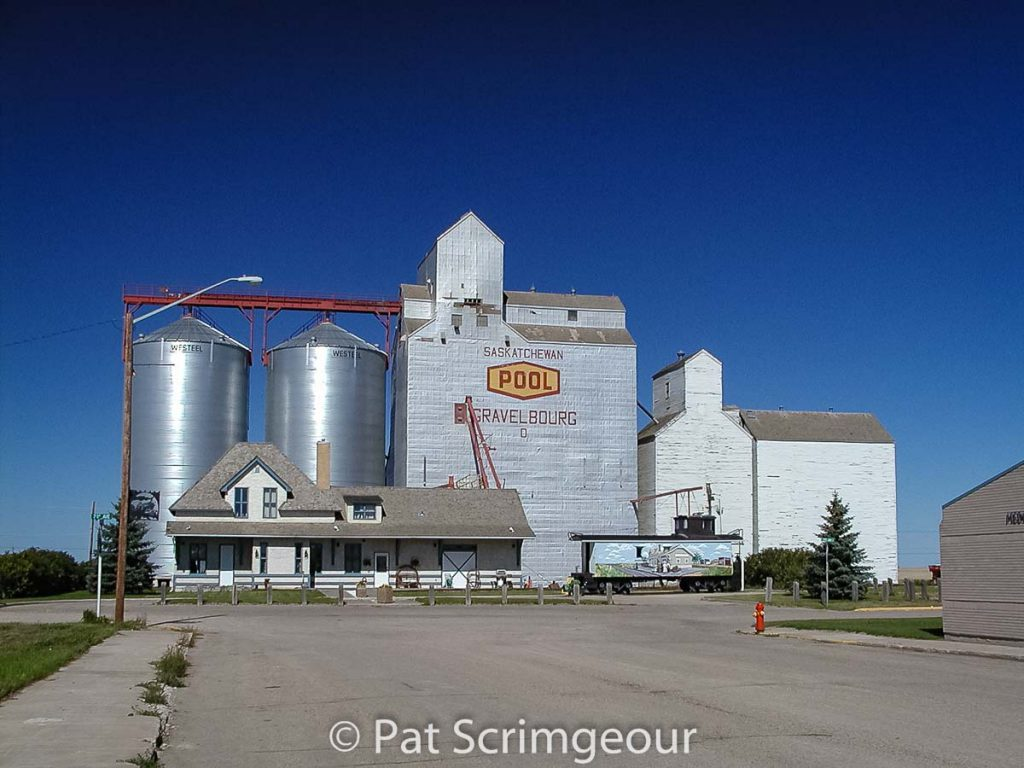Gravelbourg, SK Pool grain elevator and station, September 2002. Contributed by Pat Scrimgeour.