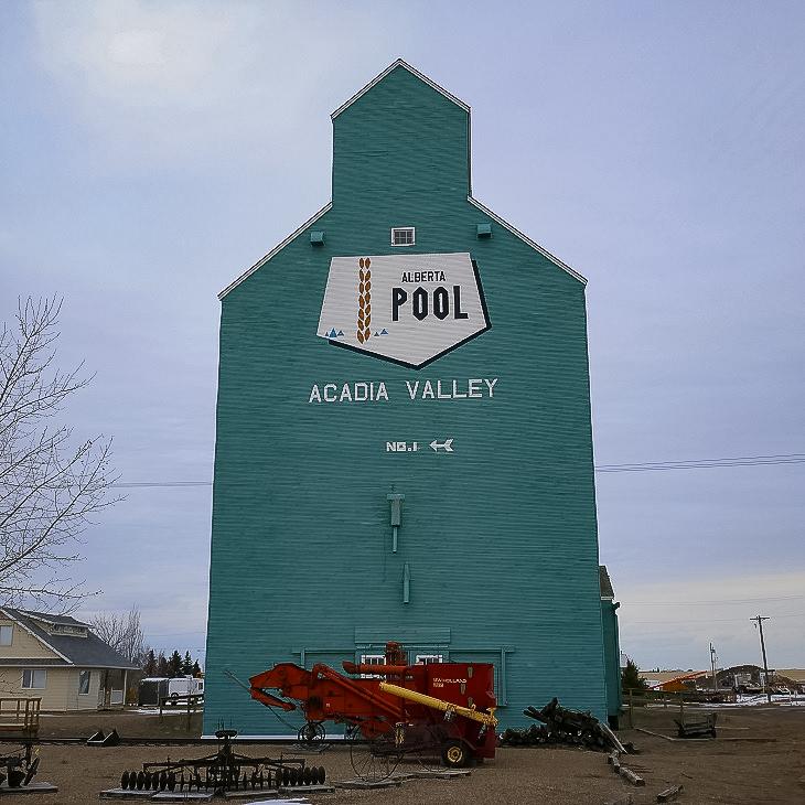 Acadia Valley, AB grain elevator, Dec 2017. Copyright by Michael Truman.