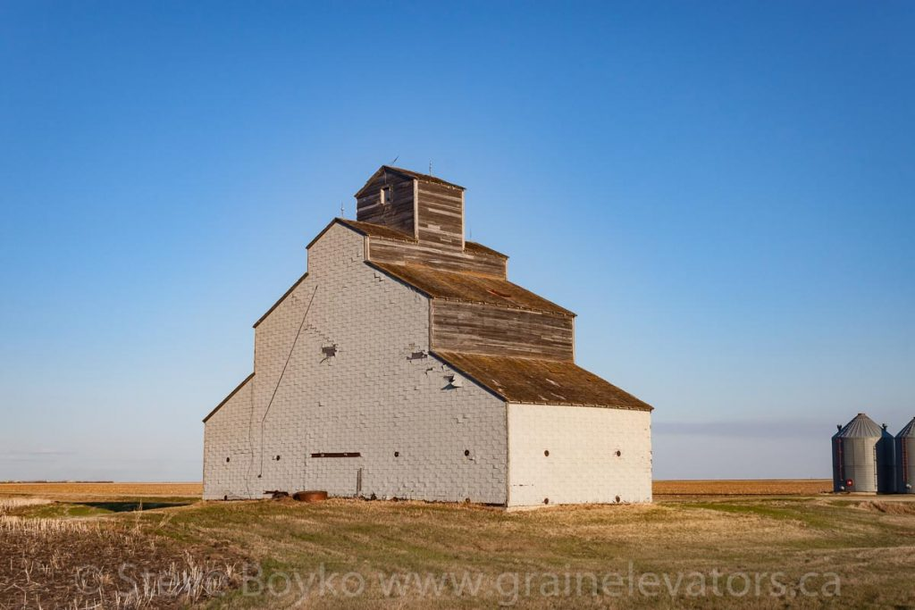 Barn near Brunkild, MB, May 2014. Contributed by Steve Boyko.