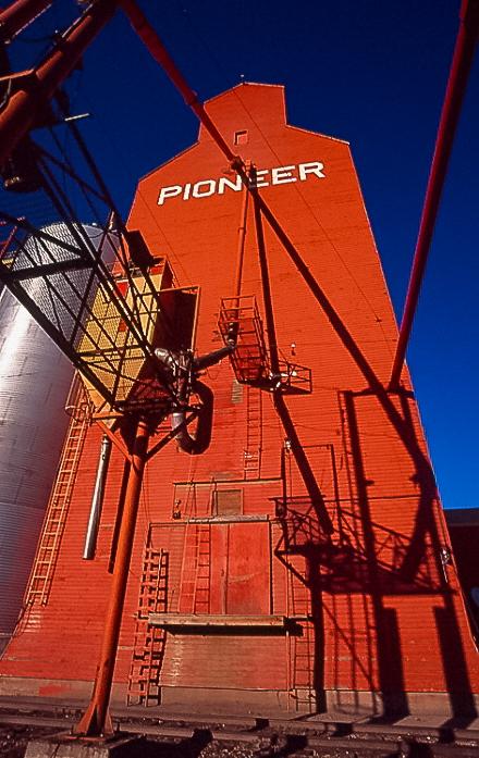 Pioneer grain elevator in Bethune, SK. Copyright by Bob St. Cyr.