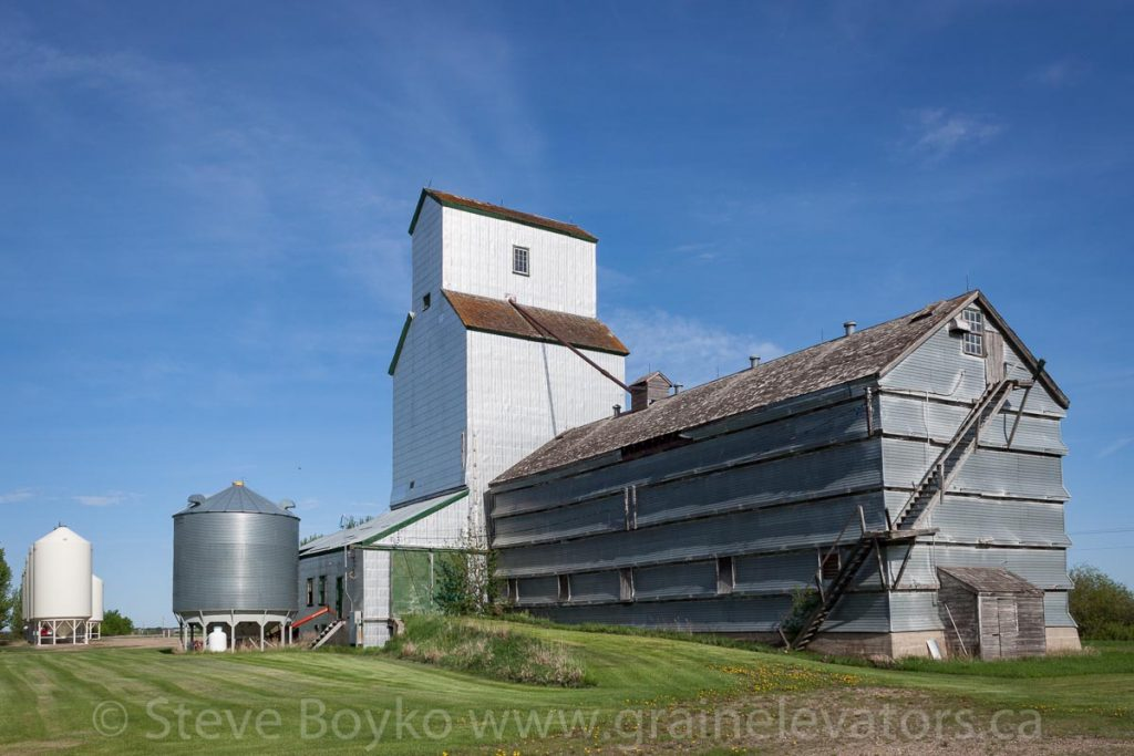 The Brookdale, MB grain elevator, May 2014. Contributed by Steve Boyko.