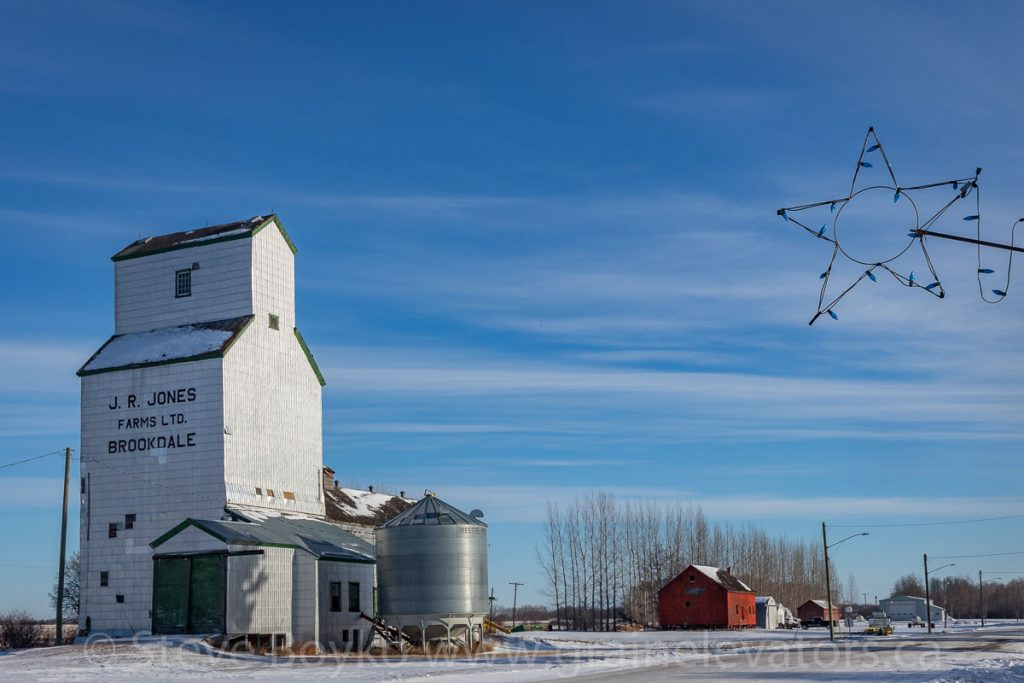 Brookdale, MB grain elevator, Dec 2017. Contributed by Steve Boyko.