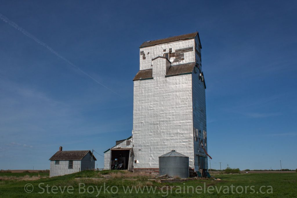 Mentmore, MB grain elevator, May 2014. Contributed by Steve Boyko.