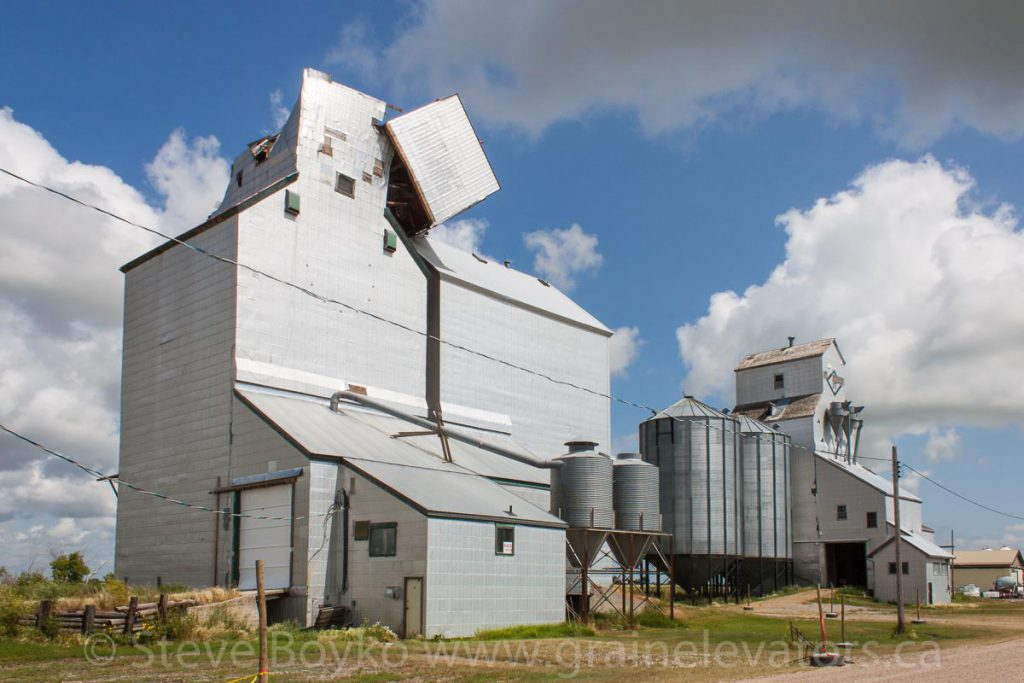 Grain elevators in Minto, MB, Aug 2014. Contributed by Steve Boyko.
