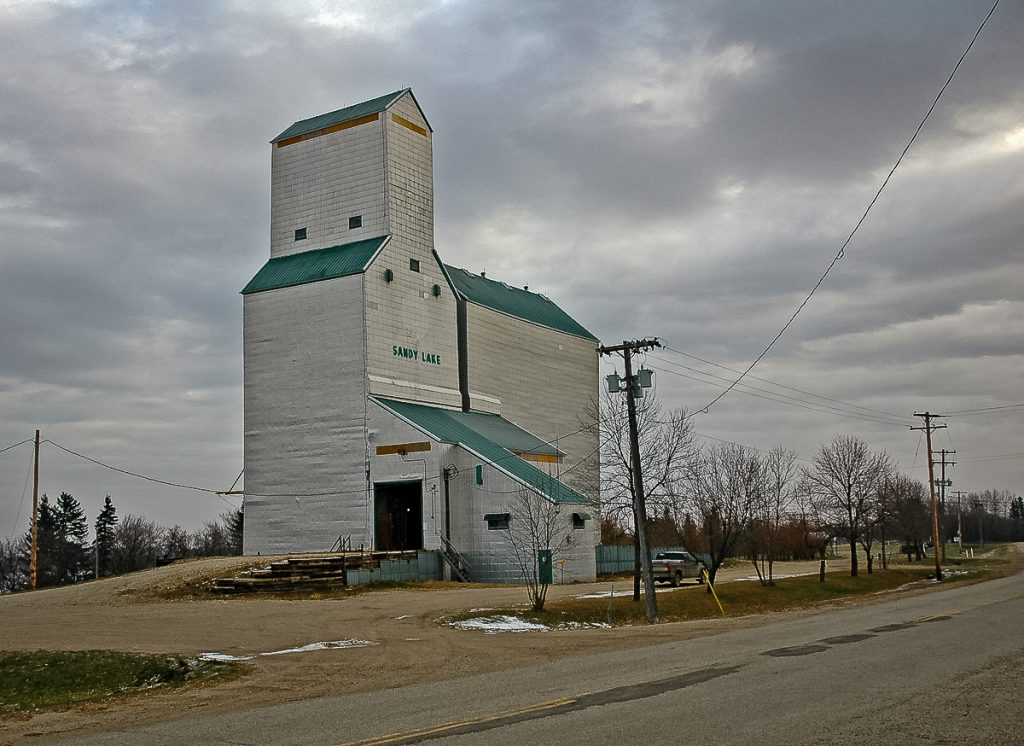 Sandy Lake, Manitoba grain elevator, Oct 2006. Copyright by Gary Rich.