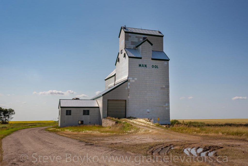 Grain elevator, Dalny, MB, Aug 2014. Contributed by Steve Boyko.