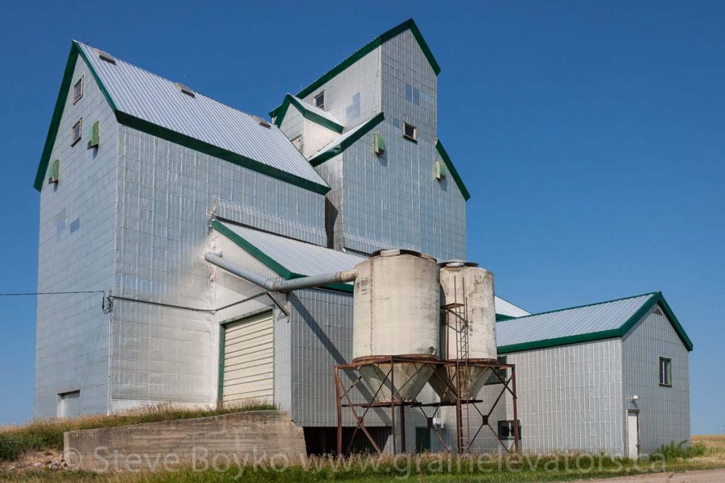 Dalny, MB grain elevator, Aug 2014. Contributed by Steve Boyko.