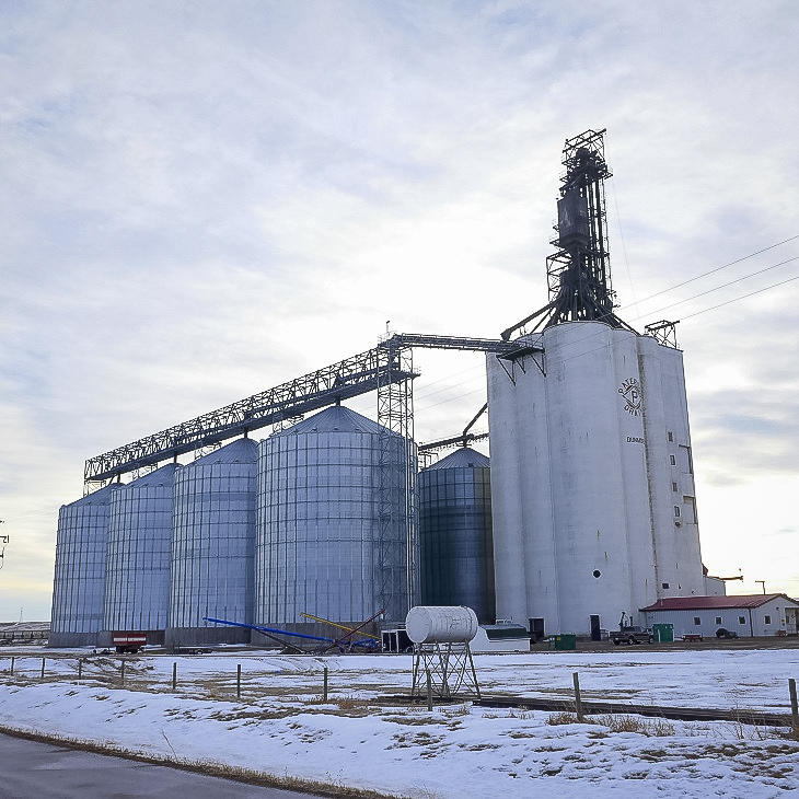 Paterson grain elevator in Dunmore, AB, Jan 2018. Copyright by Michael Truman.