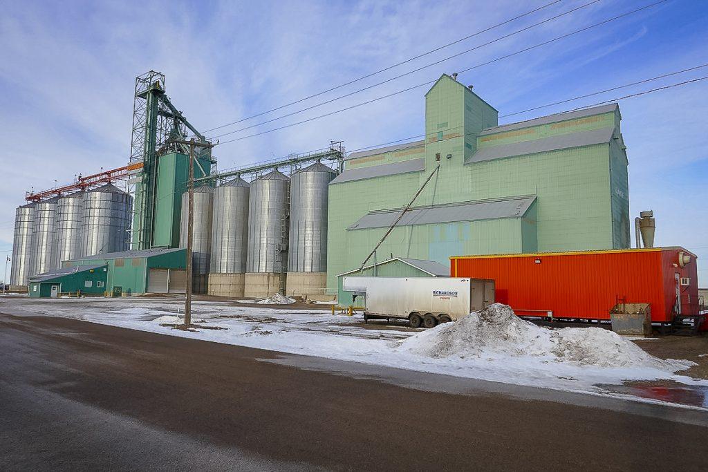 Ex Alberta Wheat Pool grain elevators in Dunmore, AB, Jan 2018. Copyright by Michael Truman.
