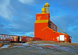 Grain elevator in Tompkins, SK, Jan 2007. Copyright by Gary Rich.