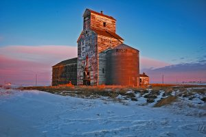 Lake Valley, SK grain elevator, Jan 2007. Copyright by Gary Rich.