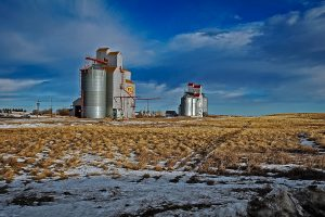 Grain elevators in Hazlet, Saskatchewan, Jan 2007. Copyright by Gary Rich.