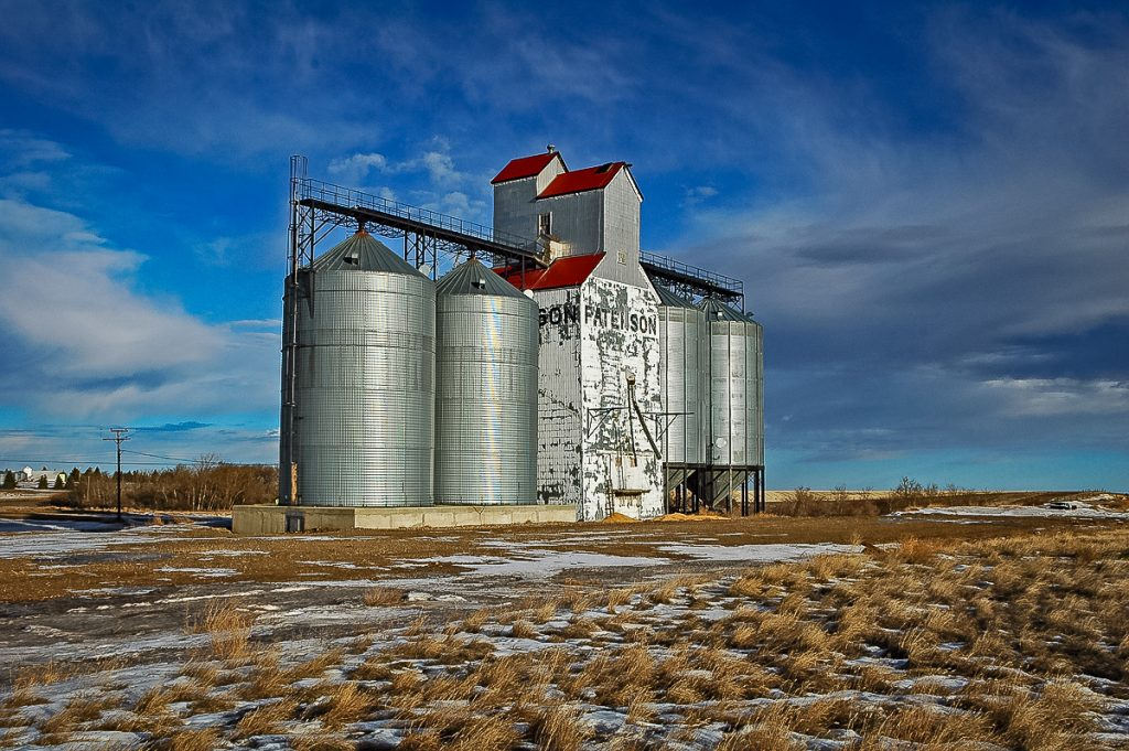 Ex Paterson grain elevator in Hazlet, SK, Jan 2007. Copyright by Gary Rich.