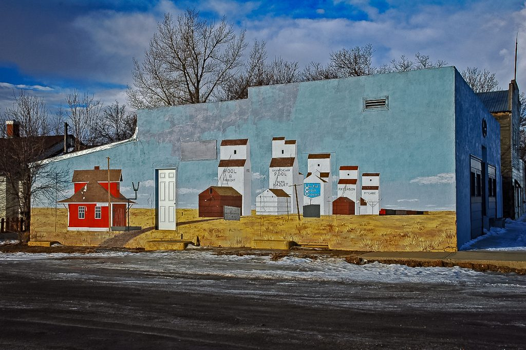 Mural showing Hazlet, SK grain elevators, Jan 2007. Photo by Gary Rich.