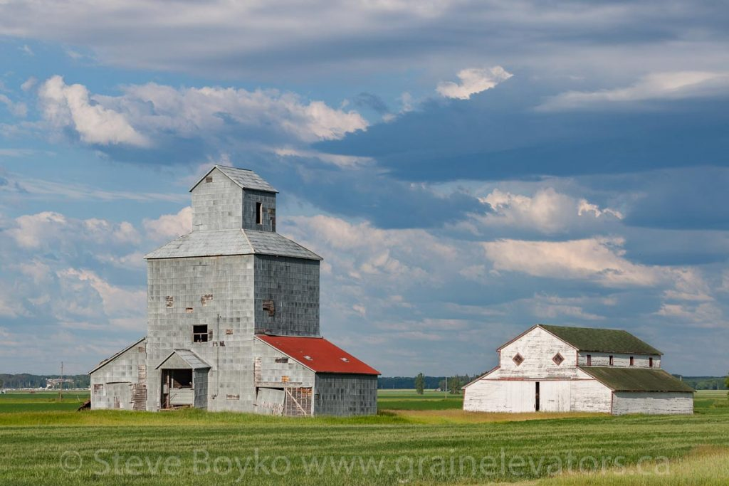 Farm grain elevator SW of Dauphin, MB, Jun 2015. Contributed by Steve Boyko.