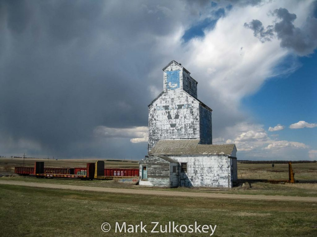 Ex UGG grain elevator in Gull Lake, SK, Apr 2011. Contributed by Mark Zulkoskey.