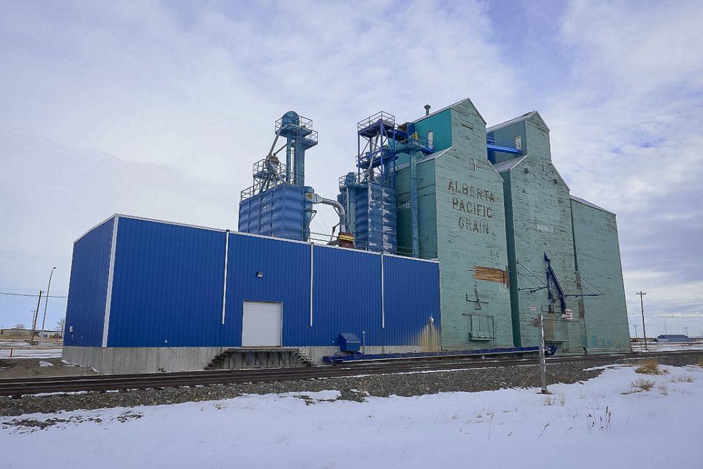 Warner, Alberta grain elevators, Jan 2018. Copyright by Michael Truman.