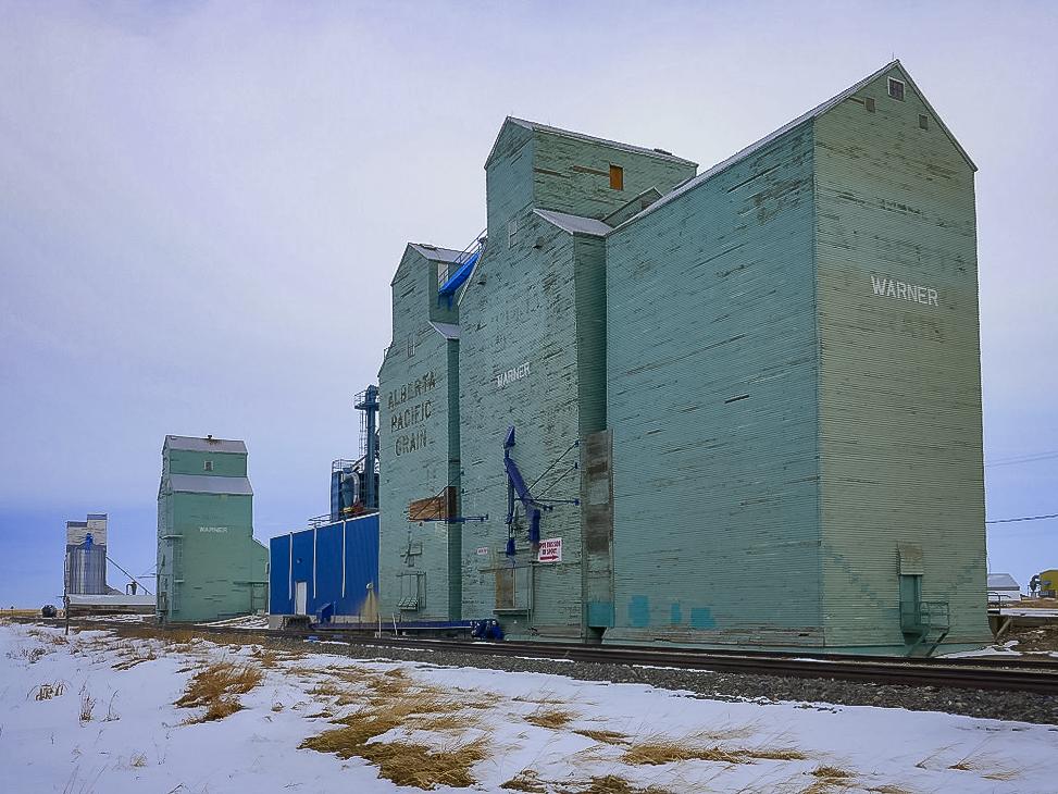 Warner, AB grain elevators, Jan 2018. Copyright by Michael Truman.