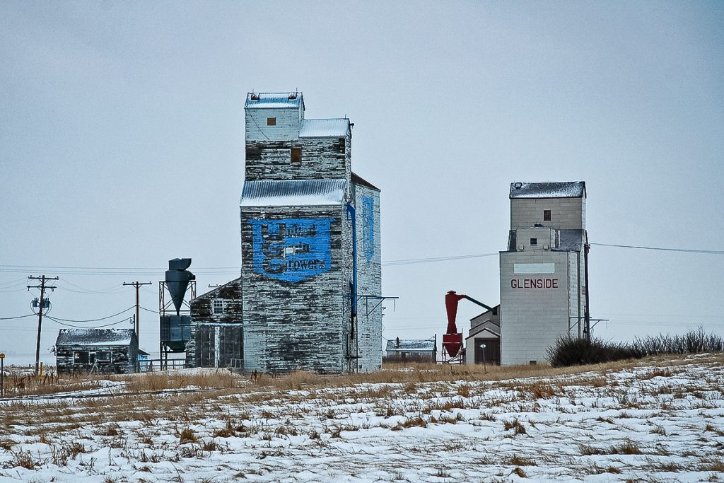 Grain elevators at Glenside, SK, Jan 2007. Copyright by Gary Rich.