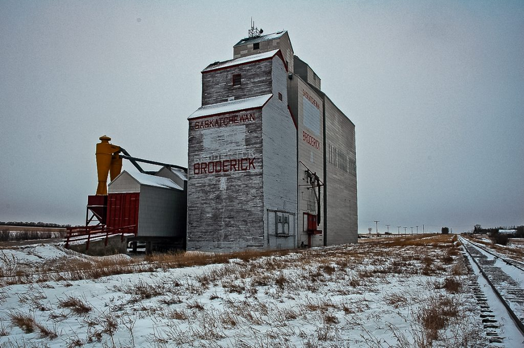The grain elevator in Broderick, SK, Jan 2007. Copyright by Gary Rich.