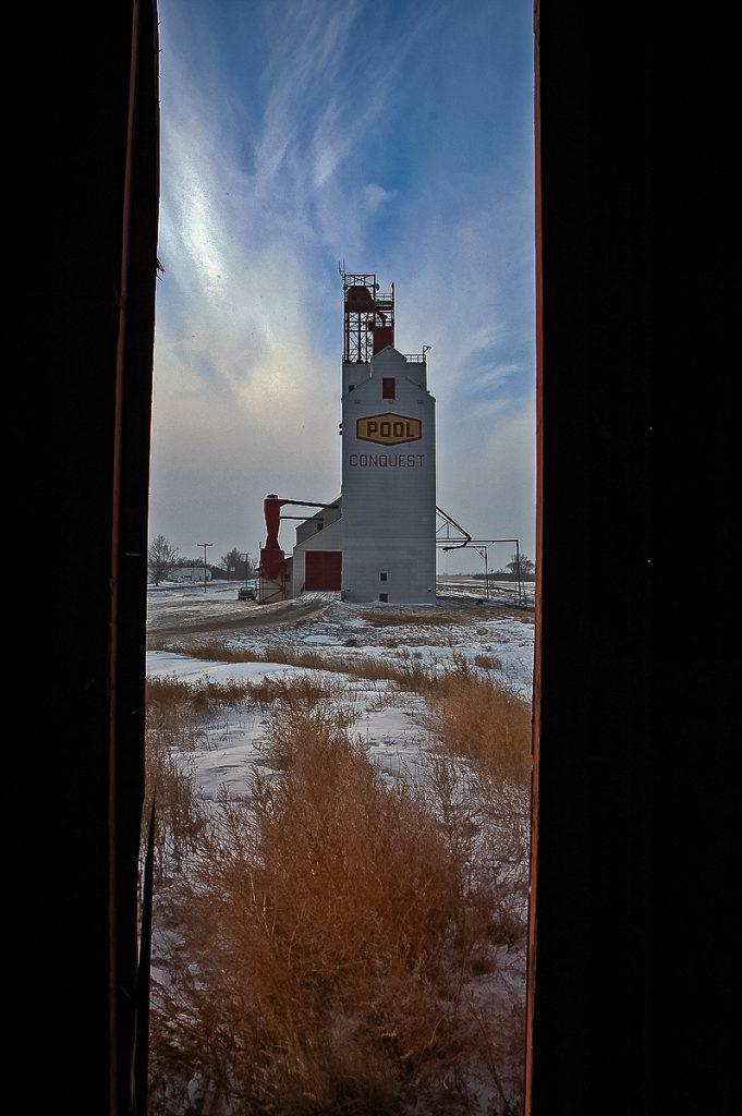 Saskatchewan Wheat Pool grain elevator in Conquest, SK, Jan 2007. Copyright by Gary Rich.