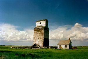 Grain elevators in Verlo, SK, June 2002. Copyright by Robert Boyd.
