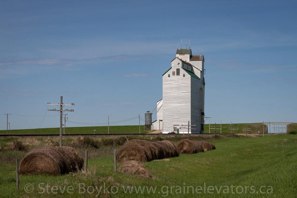 Grain elevator in Harte, MB, May 2014. Contributed by Steve Boyko.