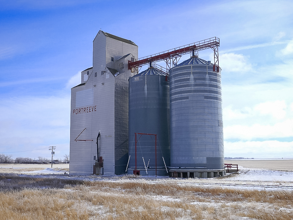 Grain elevator in Portreeve, SK, Feb 2018. Copyright by Michael Truman.