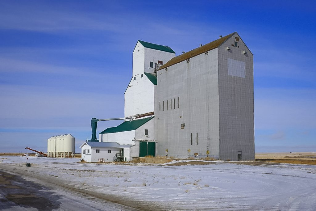 Grain elevator in Cabri, SK, Feb 2018. Copyright by Michael Truman.