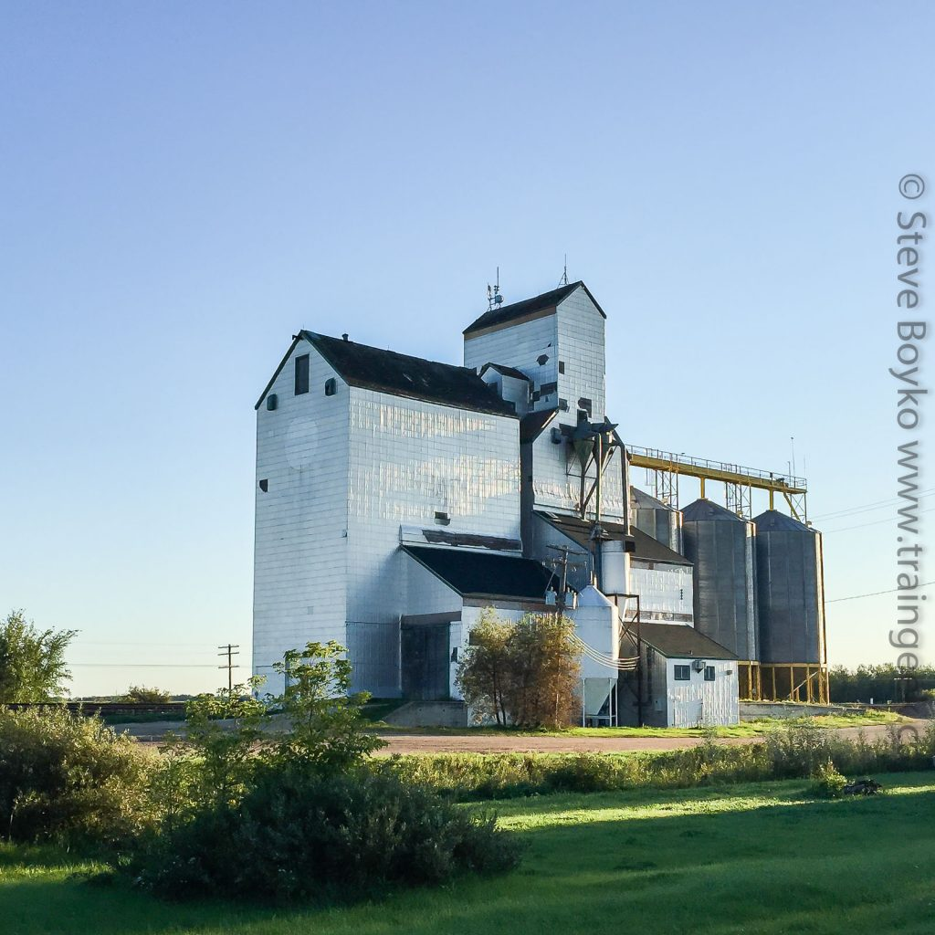 Dugald, Manitoba grain elevator, Sep 2015. Contributed by Steve Boyko.