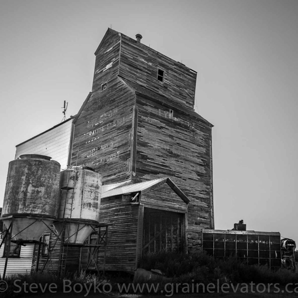 Lyleton, MB grain elevator, Aug 2014. Contributed by Steve Boyko.