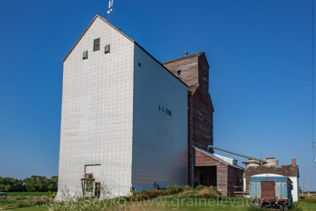Grain elevator and annex in Lyleton, MB, Aug 2014. Contributed by Steve Boyko.