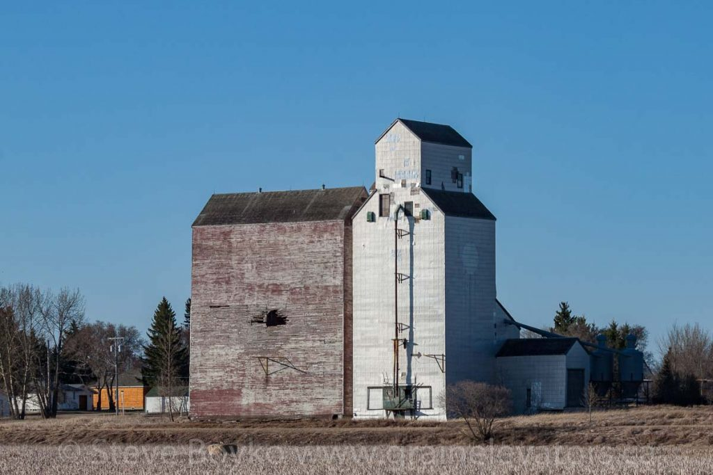 Oakburn, MB grain elevator, Apr 2016. Contributed by Steve Boyko.