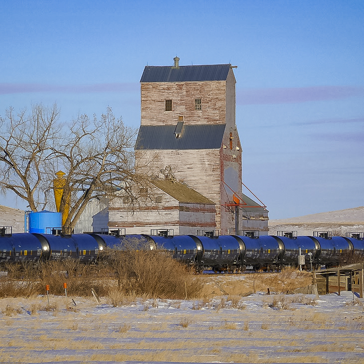 Grain elevator in Eastend, SK, March 2018. Copyright by Michael Truman.