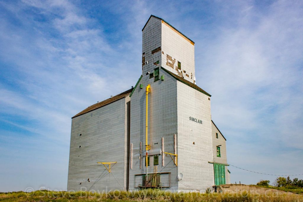 The Sinclair, MB grain elevator, Aug 2014. Contributed by Steve Boyko.