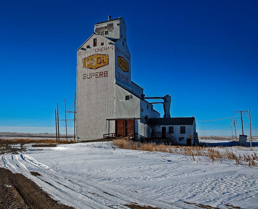 The grain elevator at Superb, Saskatchewan. Copyright by Gary Rich.
