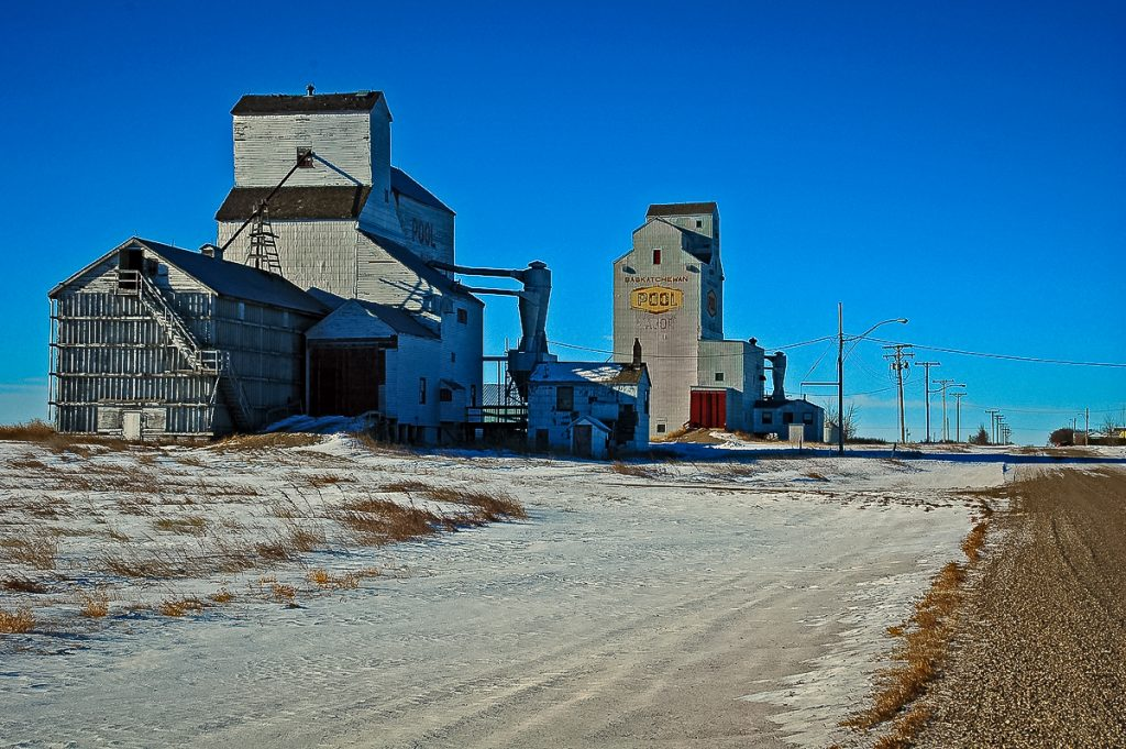 Grain elevators in Major, SK, Jan 2007. Copyright by Gary Rich.