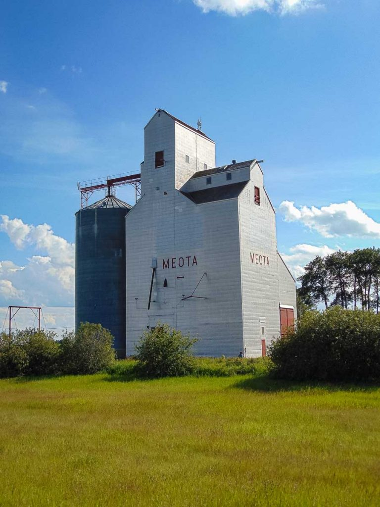 Grain elevator in Meota, SK, May 2018. Copyright by BW Bandy.