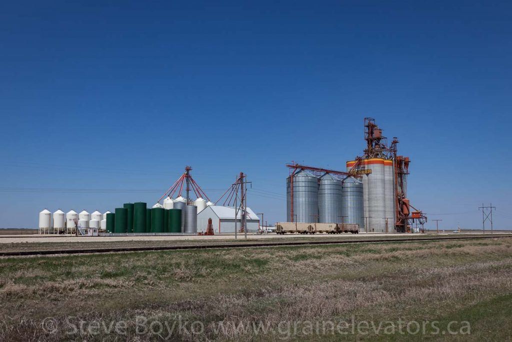 Pioneer grain elevator at Mollard near Brunkild, MB, May 2018. Contributed by Steve Boyko.