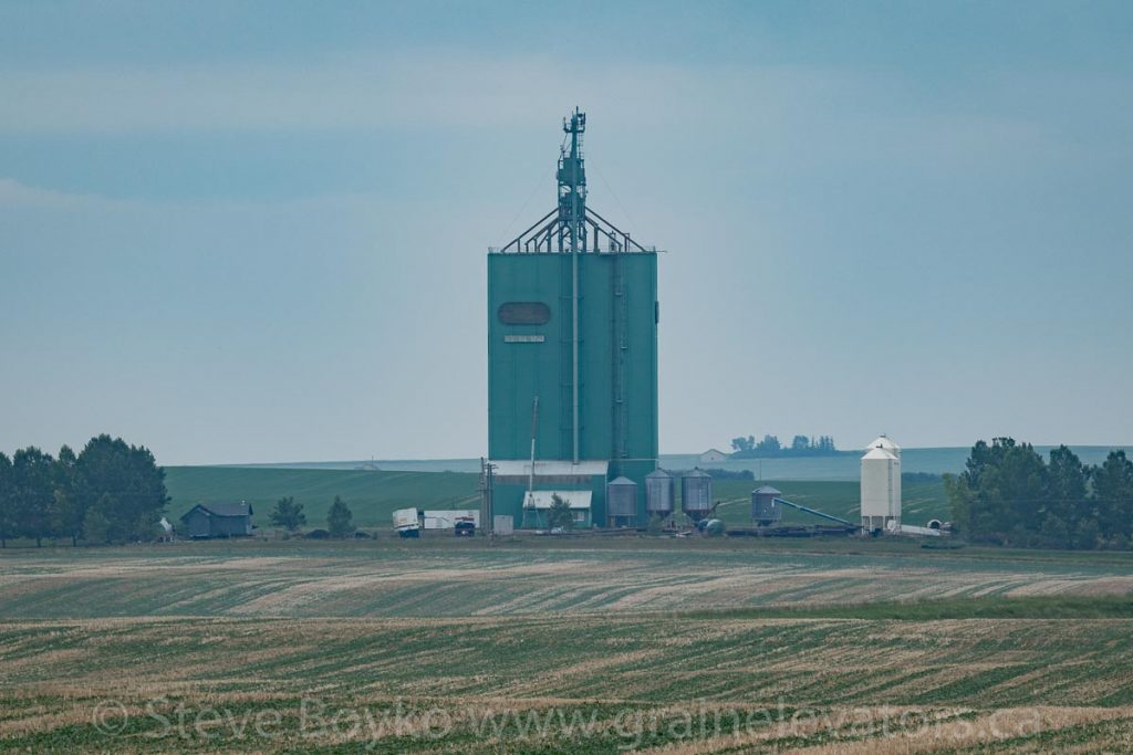 Starland, AB grain elevator, June 2018. Contributed by Steve Boyko.