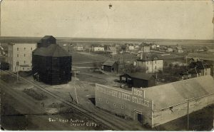 Grain elevator in Crystal City, 1912.