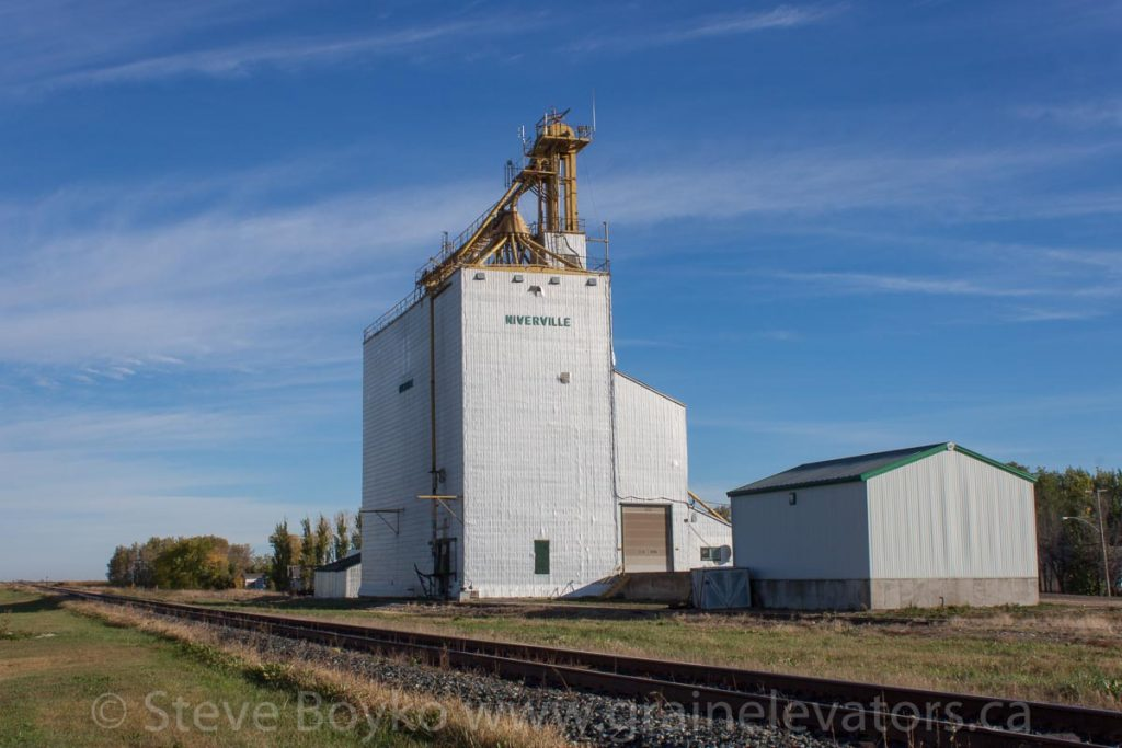 The former Manitoba Pool grain elevator in Niverville, MB, Sep 2013. Contributed by Steve Boyko.